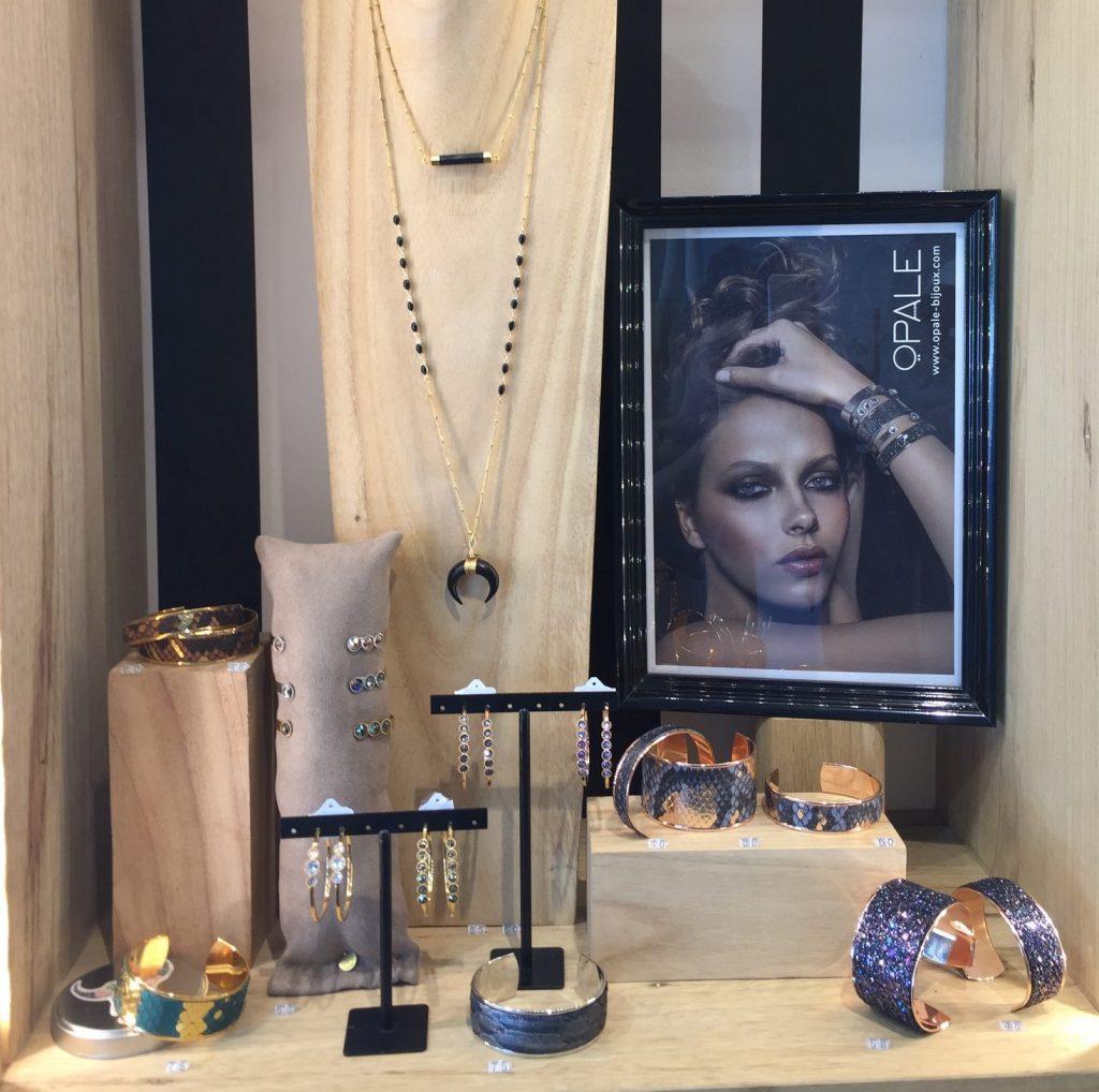 Vitrine opale bijoux fantaisies