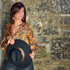 Marie K Chemise et chapeau Amenapih Boucles d'oreilles Hypnochic