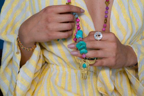 Marie K Sautoir T'as vu la vierge, bague Bronzallure, bracelets Une à une