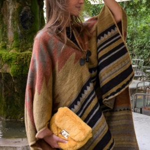 Marie K Poncho et pochette Wild by Amenapih